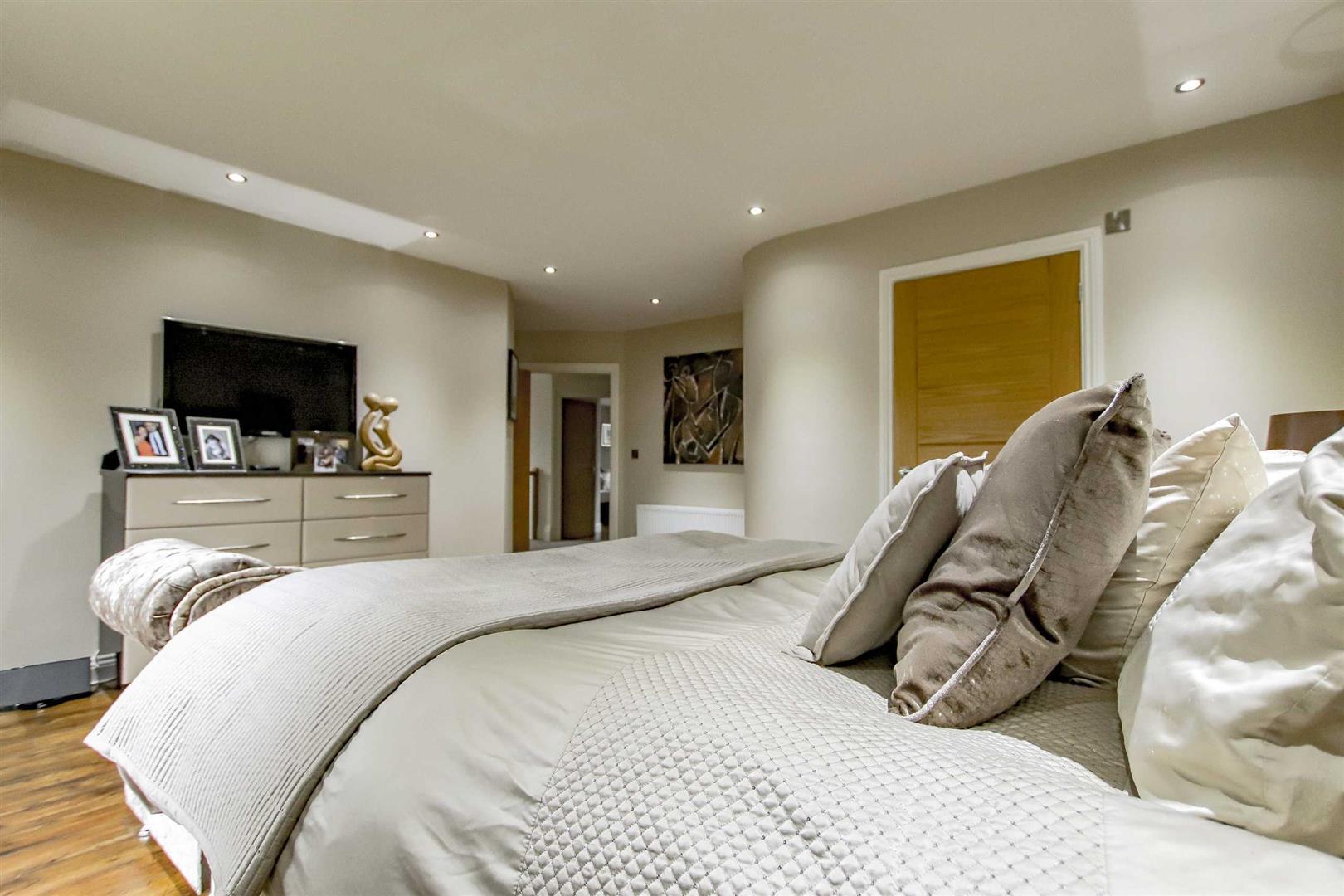 4 Bedroom Detached House For Sale - Image 32